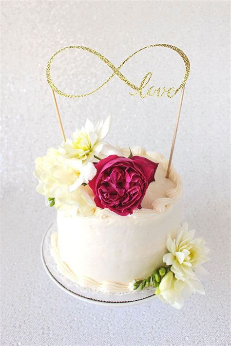 DIY Cake Topper Tutorial with Cricut   Modern Wedding