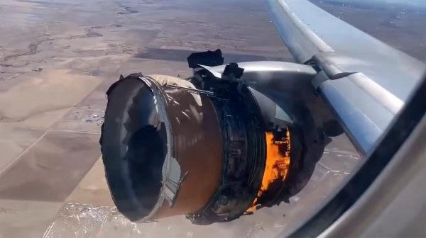 Σοκαριστικό βίντεο με κινητήρα Boeing 777 να φλέγεται [video]