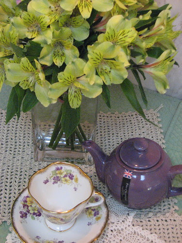 Clarence Tea Cup and Tea Pot