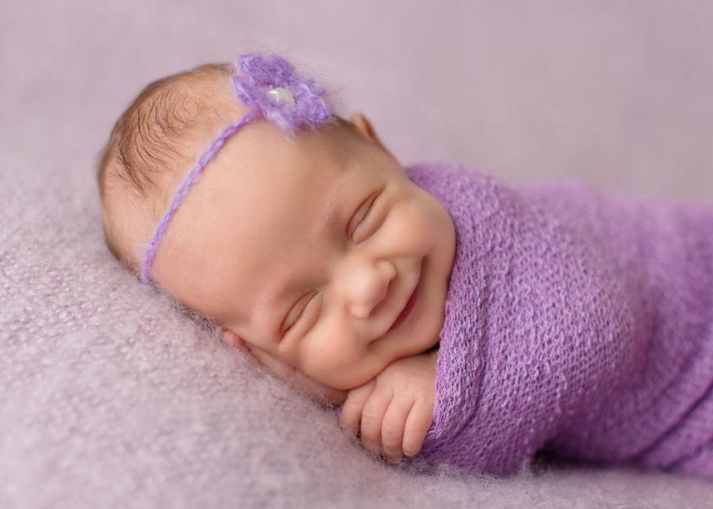 Fotógrafa britânica cria retratos insuportavelmente ternos de bebês dormindo 02