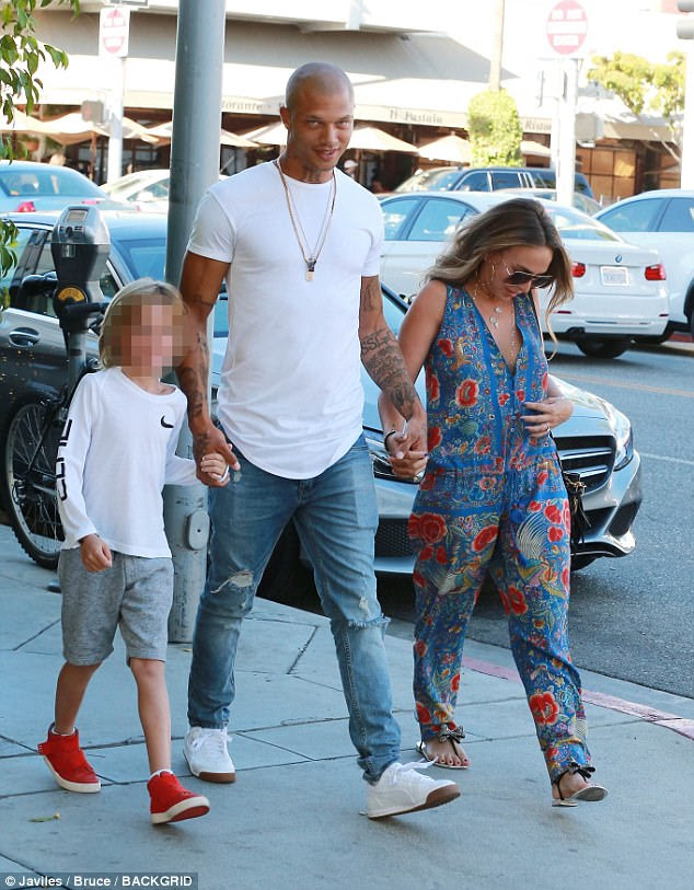 Chloe keeping her look casual with sunglasses and flat sandals as she walked alongside Jeremy and their young companion