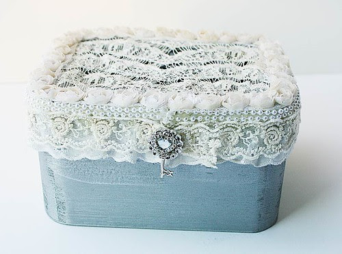 A-vintage-inspired-altered-box