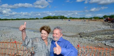 Em 2014, na época da campanha eleitoral, Dilma esteve em obras da transposição do rio São Francisco ao lado do ex-presidente Lula / Foto:Divulgação