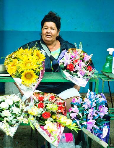La vendedora de flores by escael