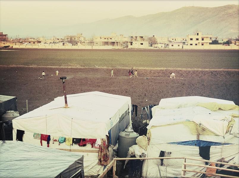 Les réfugiés syriens vivent dans des «informal settlments», des cabanes faites de nylon, de carton et de plastique. Ils n'ont pas le droit de construire en dur. Crédit: Sandra Conan.