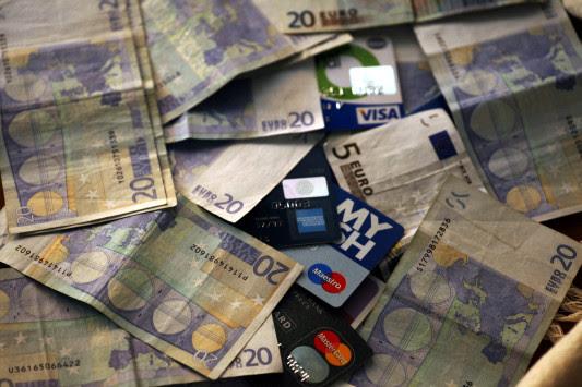 Έρχεται το νομοσχέδιο για το πλαστικό χρήμα και αλλάζει τα πάντα - Πόσες αποδείξεις πρέπει να μαζεύουμε - Τι θα συμβεί με τις χάρτινες