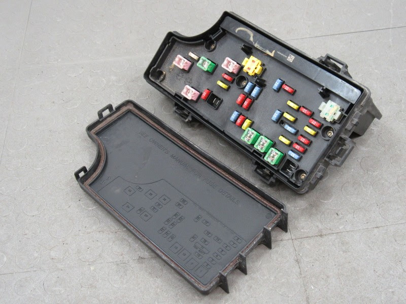 07 Jeep Patriot Fuse Box Location