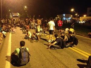 Manifestantes tentaram interditar BR-010, em Imperatriz (Foto: Cláudio Matos/VC no G1)