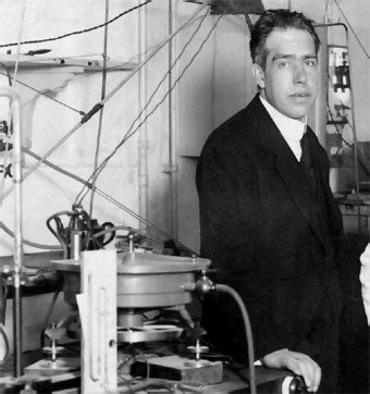 a biography of niels hendrik david bohr a scientist Niels henrik david bohr born: 7 october niels bohr proposed a theory for the hydrogen atom based on quantum theory that energy is transferred only in certain.