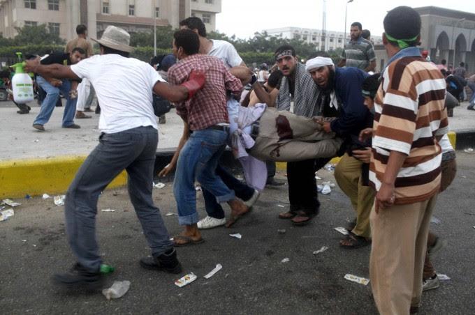"""Egitto, la denuncia dei Fratelli Musulmani """"L'esercito spara su folla, almeno 70 morti"""""""