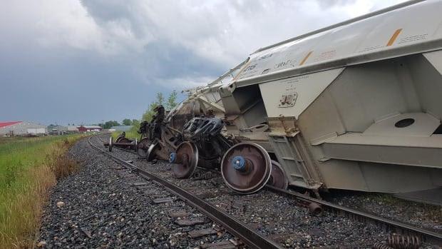 το τρένο εκτροχιάζεται