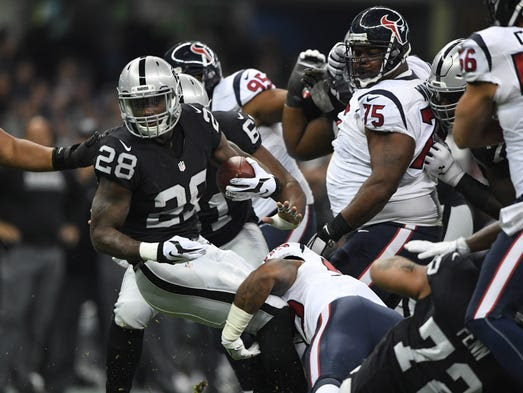 Oakland Raiders running back Latavius Murray (28) carries