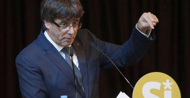 Carles Puigdemont durante un reciente acto en favor del Sí.   ANDREU DALMAU (EFE)
