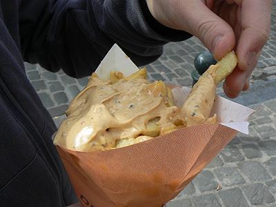 frites et sauce au poivre.jpg