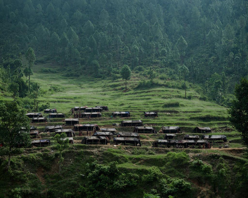 Fotógrafo documenta os últimos caçadores-coletores de tribo do Himalaia 02