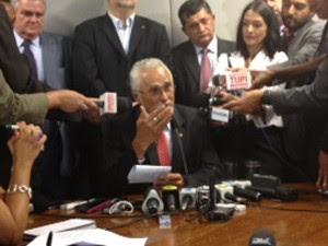 O ex-presidente do PT José Genoino, após a posse como deputado (Foto: Iara Lemos/G1)