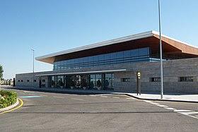 Aeropuerto Los Llanos exterior.jpg