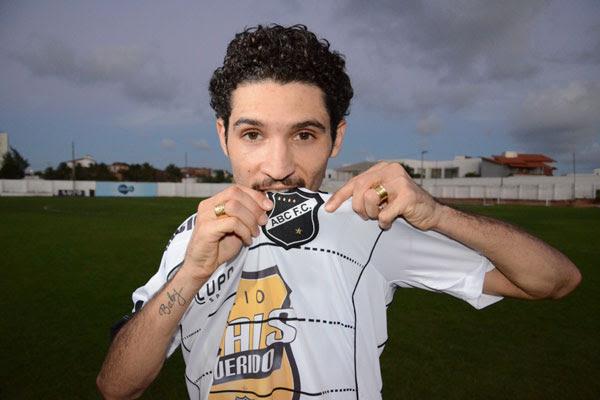 O atacante Tony, que jogava pelo Boavista e já jogou pelo Botafogo, foi contratado pelo ABC