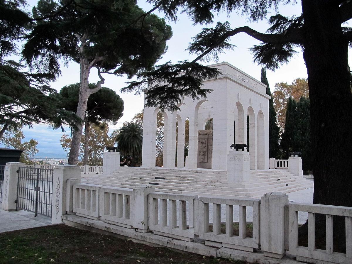 File:Mausoleo-ossario gianicolense, 01.JPG