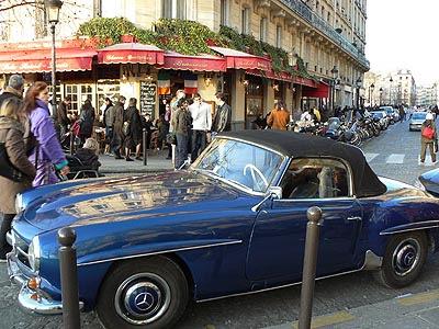 belle voiture bleue.jpg