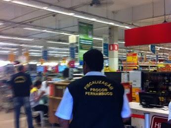 Estabelecimento ficará fechado por 5 dias. Ao final do prazo, nova vistoria será feita (Foto: Cacyone Gomes/TV Globo)