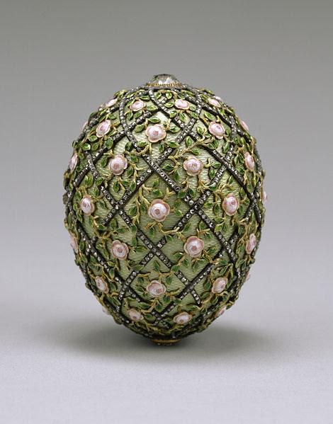 470px-House_of_Fabergé_-_Rose_Trellis_Egg_-_Walters_44501