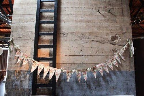 ladder, garland, wedding, photography, Style Me Pretty, DIY, wedding-inspirations