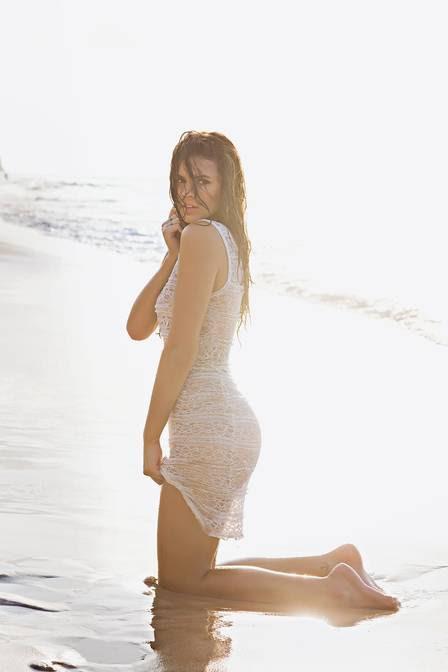 Bruna Marquezine posou em Fernando de Noronha para ensaio de novembro