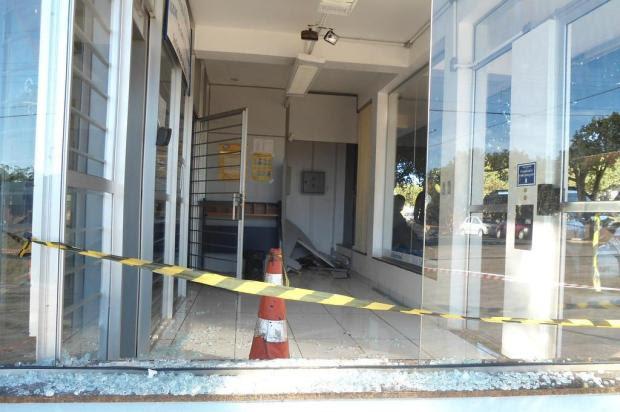 Criminosos invadem agência bancária e fogem levando caixa eletrônico em Ubiretama Odair Knapp/Especial