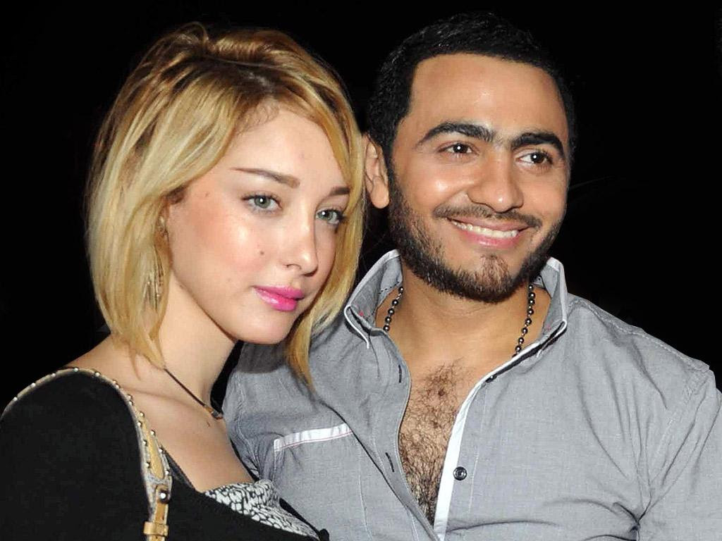 الفنان تامر حسني وزوجته بسمة بوسيل
