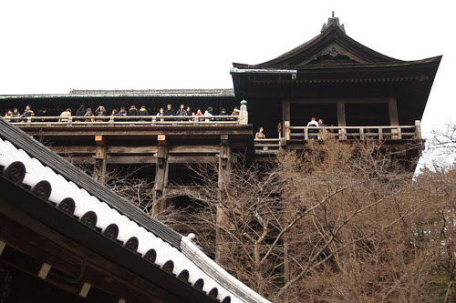 Kiyomizu temple's structure below the stage