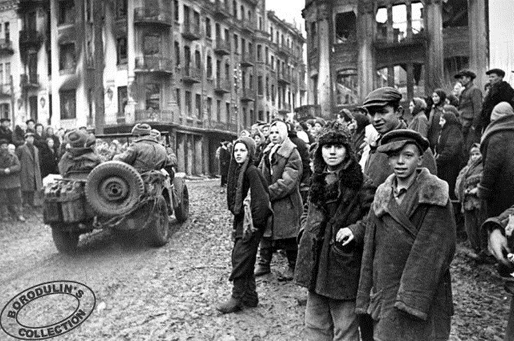 В освобожденной Виннице. 1943.