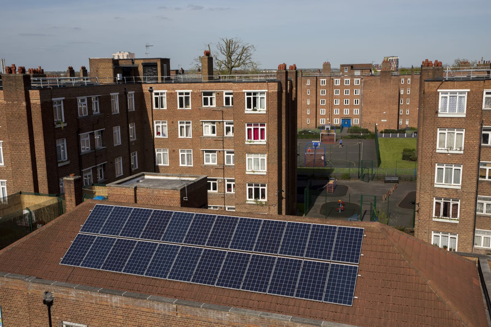 800 000 low income uk homes to benefit from free solar for Low income home builders