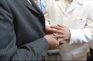 Colegio de Abogados podría cambiar reglamento a favor de parejas homosexuales.