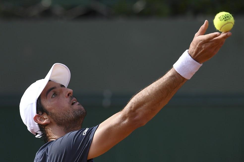 Thomaz Bellucci na estreia de simples em Roland Garros: derrota na estreia de duplas (Foto: GABRIEL BOUYS / AFP)