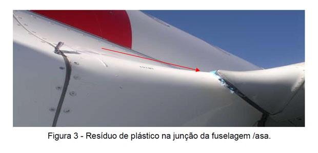 Relatório mostrou que parte plástica de balão ficou presa na asa de Airbus (Foto: Cenipa/reprodução)