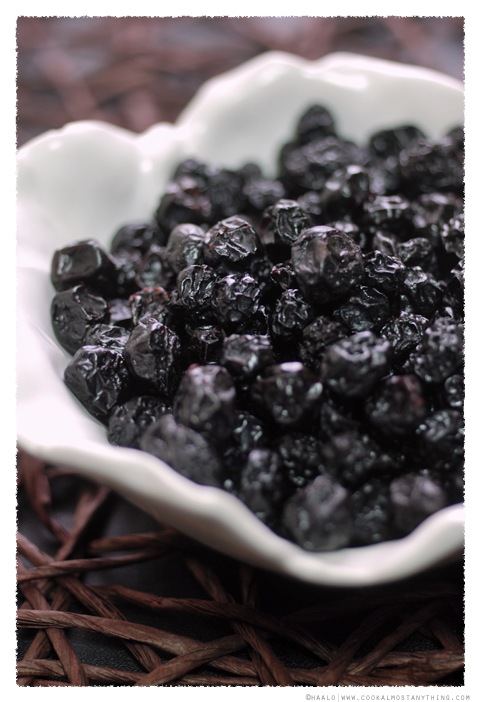 dried blueberries© by Haalo