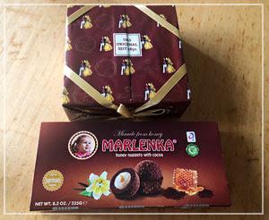 チョコとココアのお菓子、2種類。メドヴニーク、食べてみたかった。