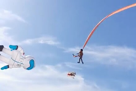 TREND ESSENCE:Girl in Taiwan Is Swept High by a Kite