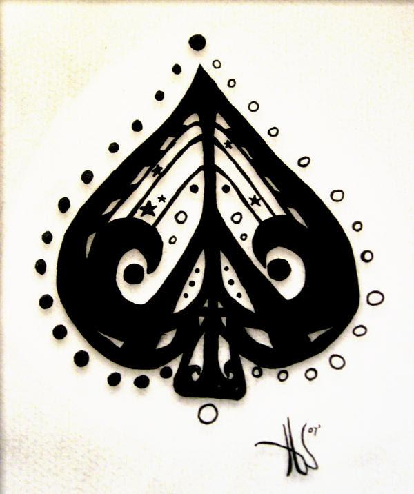mijn eerste tattoo is een tribal met een vlinder in het midden en de naam