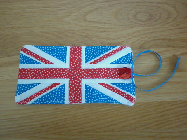 Union flag thread catcher