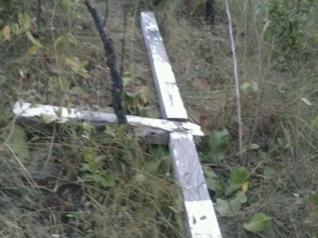 Cruz histórica foi quebrada em Taipas do Tocantins (Foto: Marcos Teles/Divulgação)