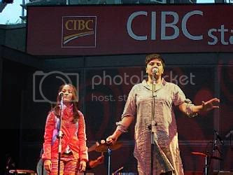 Rosina of Lal, with guest vocalist @ Harbourfront, CIBC stage (Toronto, Ontario), August 5, 2004: photo by Mike Ligon