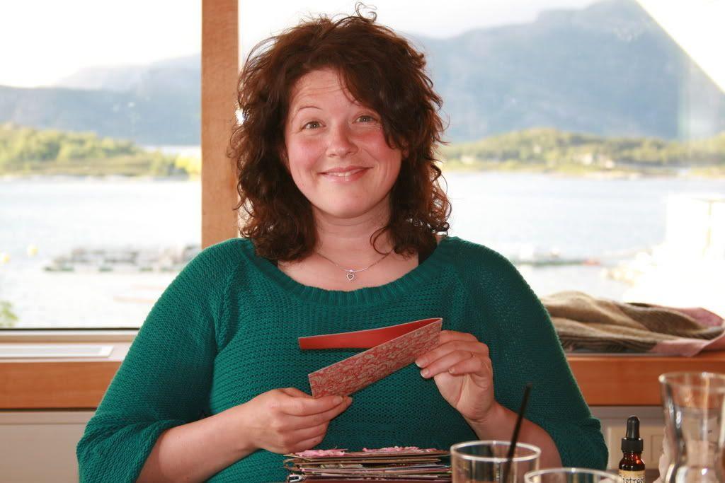 Hege blir imponert av kortproduksjonen til Anita - og det er rene kunsten, utrolig nydelige kort!!