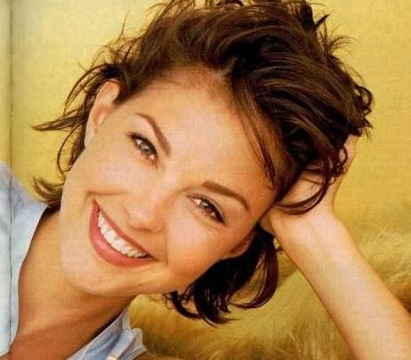 Ashley Judd hairstyle