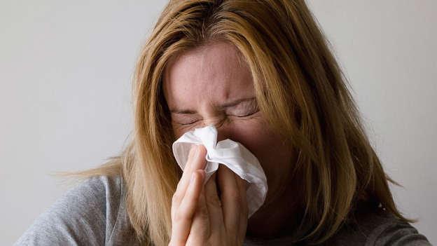 Le rhume des foins est très désagréable, mais saviez-vous qu'il pouvait nuire à votre sommeil? En effet, selon une étude de 2013 de l'Asthma and Allergy Foundation of America, 59 % des gens atteints de rhinite allergique ont indiqué souffrir de troubles du sommeil.