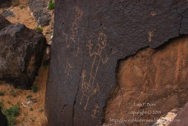 Petroglyph NM glyphs 04
