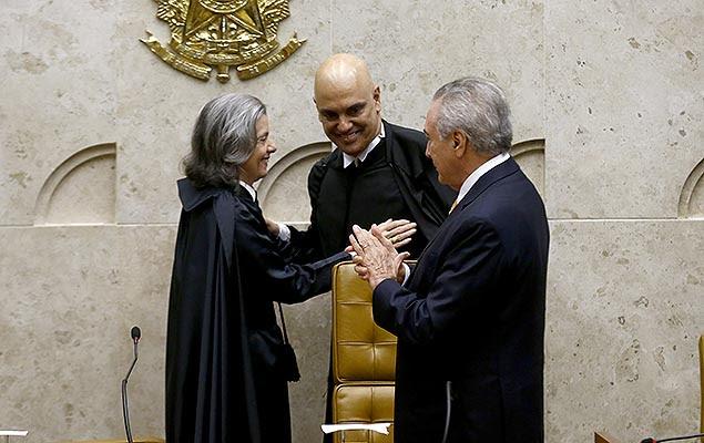 Michel Temer e a ministra Cármen Lúcia na sessão de posse do novo ministro do STF, Alexandre de Moraes (centro), em Brasília
