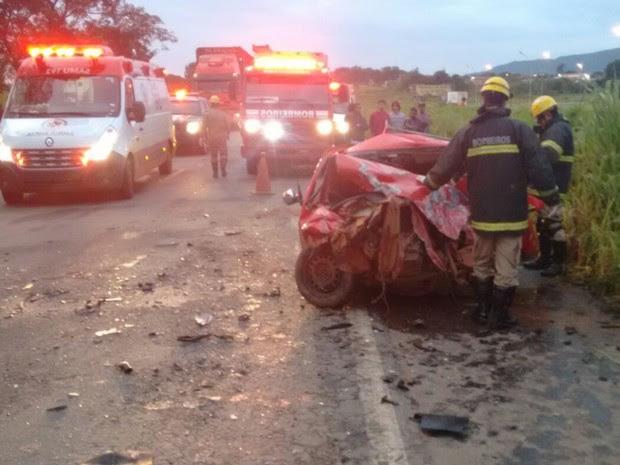 Acidente deixa dois mortos e um ferido na BR-153 em Jaraguá, Goiás (Foto: Divulgação/Bombeiros)