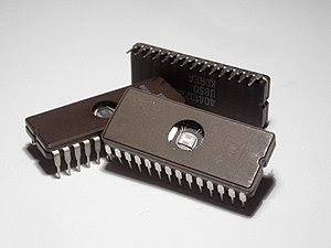 English: Microchips (EPROM memory) with a tran...